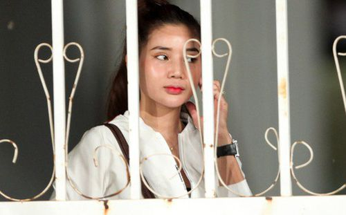 Tuyển Việt Nam tập kín, fan girl xinh đẹp tiếc nuối, bất lực vì hàng rào ngăn cách