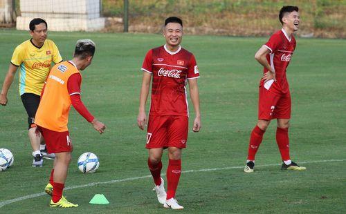 Tân binh ĐT Việt Nam tin thầy trò HLV Park Hang-seo sẽ dễ dàng đánh bại Lào