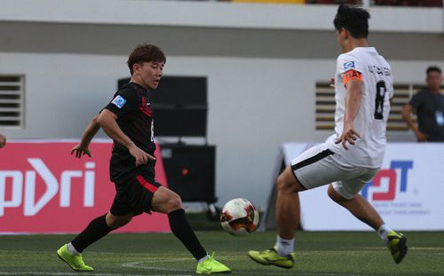 Không dự AFF Cup, sao U23 Việt Nam lập siêu phẩm đá phạt trên sân phủi