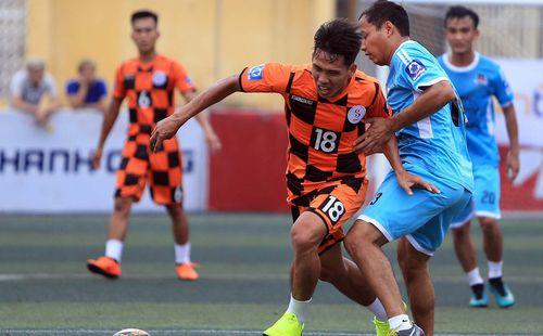 Lỡ AFF Cup 2018, tân binh ĐTVN tỏa sáng ở giải phủi