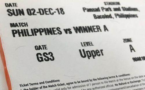 Trong khi fan Việt khốn khổ vì phe vé, BLV Philippines mang 20 vé AFF Cup đi tặng miễn phí