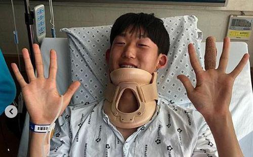 Sao U23 Hàn Quốc nhận tin mừng rơi nước mắt sau pha ngã