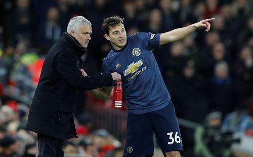 """Thua đậm Liverpool, HLV Mourinho phải """"đi nhẹ, nói khẽ"""""""