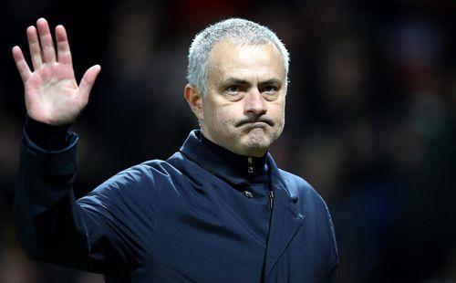 Vừa rời Man United, Mourinho dính nghi án ngoại tình với người đẹp kém 14 tuổi