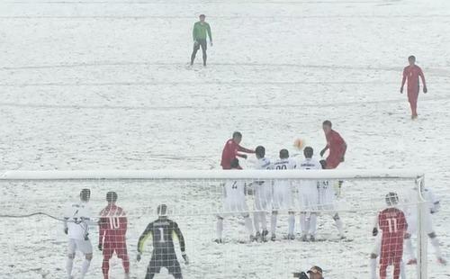 10 hình ảnh hài hước của bóng đá Việt Nam: Màn