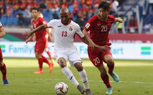 Lee Nguyễn âm thầm theo dõi Asian Cup 2019, cặm cụi
