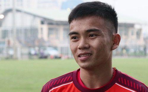 Tiền vệ U22 Việt Nam bật mí trò