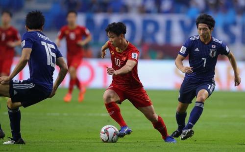Nhảy múa trước mặt sao Premier League, Công Phượng khiến người Nhật Bản phải tiếc nuối