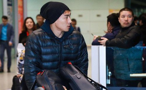 Sau Asian Cup, cầu thủ Trung Quốc về nước trong sự cô đơn, đưa ánh mắt buồn dáo dác kiếm tìm người hâm mộ