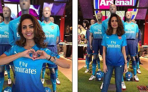 Rủa sao Arsenal là khỉ đột, fan nữ xinh như mộng bị 'đánh' tả tơi