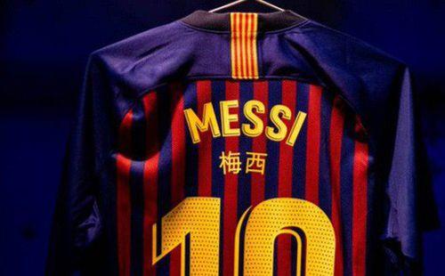 Đội bóng của Messi bị cấm mặc áo in chữ Trung Quốc sau lưng