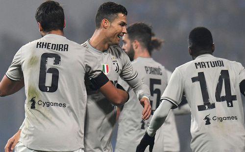 Vừa ghi bàn vừa kiến tạo, Ronaldo tiếp tục làm phần còn lại của Serie A tuyệt vọng