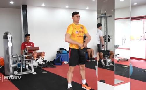 Đặng Văn Lâm chăm chỉ tập tạ, chờ ngày xuất trận với Muangthong United