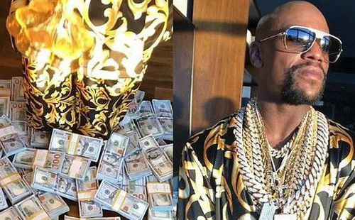 Tay đấm kiếm tiền giỏi nhất lịch sử khoe độ giàu khủng: Kim cương đeo nặng tay, uống chén bằng vàng, tiền rải khắp nhà