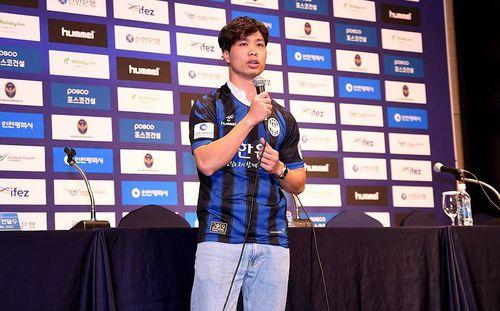 Báo Hàn Quốc chờ Công Phượng tạo bước ngoặt lớn như Park Ji-sung từng làm tại Man United