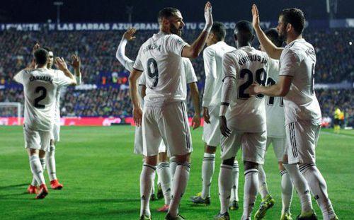 Thắng trận nhờ 2 quả penalty, Real Madrid bám sát kình địch cùng thành phố
