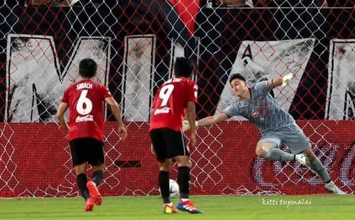 Khen Đặng Văn Lâm, fan Thái dồn chú ý vào tình huống hài hước khi thủ môn Việt thủng lưới