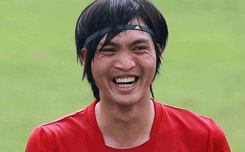 Tuấn Anh và nụ cười ấm áp sau cú đánh nguội của đối thủ