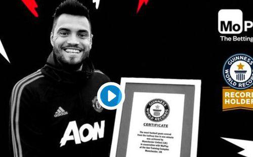 Thủ môn MU phá kỷ lục thế giới, được trao bằng chứng nhận Guinness