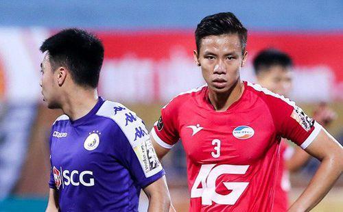 HLV Hà Nội FC: 'Quế Ngọc Hải xứng đáng nhận thẻ đỏ với 4 vết giày đinh hằn trên ống đồng Văn Kiên'