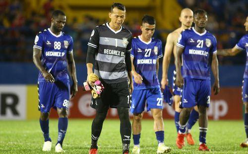 Tấn Trường mắc sai lầm không tin nổi, HLV Bình Dương muốn trao cơ hội cho thủ môn trẻ