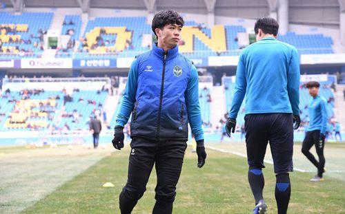 HLV Incheon United vừa đấm vừa xoa Công Phượng: