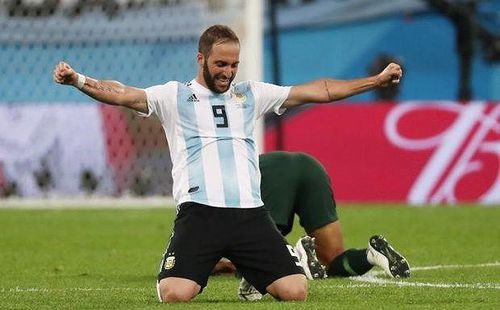 Higuain tuyên bố chia tay tuyển Argentina