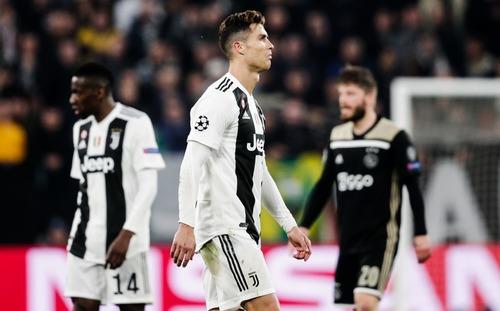 Đau cho Ronaldo, khi bị
