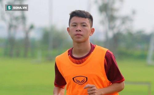 Từ cái gân chân bị dọa cắt thành chàng trai gân guốc đá thòng ở U18 Việt Nam