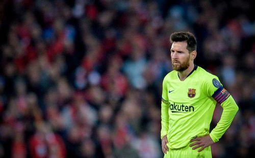 Messi nổi cáu, tranh cãi với fan vì bị thóa mạ ở sân bay