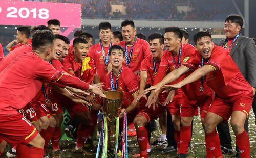 """Sao Thái Lan khiêu khích, dọa sẽ tặng """"kết cục tồi tệ"""" cho Việt Nam ở King's Cup"""