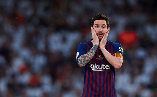 Có cầu thủ nào buồn thảm hơn Messi lúc này: Danh hiệu vớt vát niềm vui cuối mùa bỗng chốc tan biến