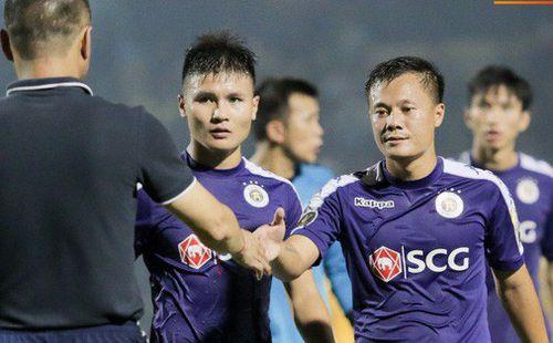 Xếp sau HAGL, đội bóng của Duy Mạnh, Đình Trọng bị chê 'không biết đá sân khách' ở V.League
