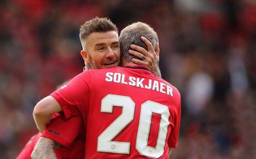 Tái xuất Old Trafford, Solskjaer và Beckham ghi bàn giúp Man United
