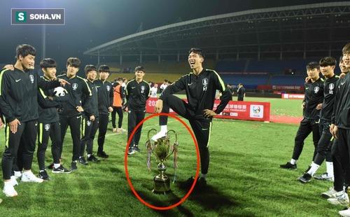 Xấc xược sau khi thắng Thái Lan, Trung Quốc, cả đội Hàn Quốc phải cúi đầu xin lỗi