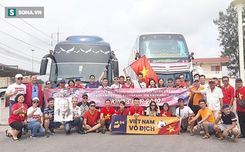 CĐV Việt Nam từ Australia, Lào... đổ bộ Chang Arena,