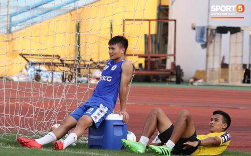Quang Hải bị quá tải sau King's Cup, được HLV trưởng Hà Nội FC đặc cách khi về tới Việt Nam
