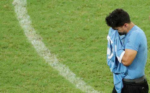 3 lần bị từ chối bàn thắng, Uruguay rời Copa America trong nước mắt của Suarez