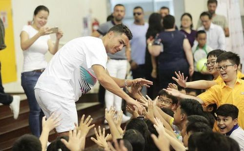 Tuột dốc nhanh, 'cựu trùm' AFF Cup mời Ronaldo 'kích cầu'
