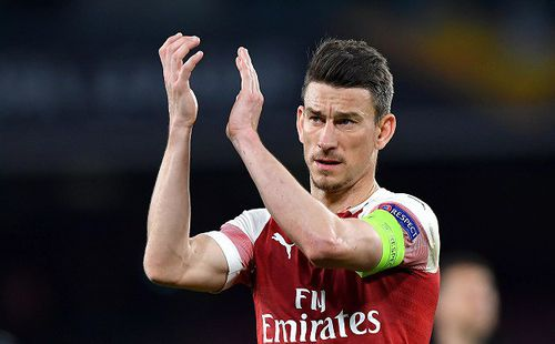 Đội trưởng Arsenal bất ngờ nổi loạn đòi ra đi