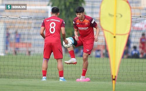 Thầy Park đón hai trụ cột trở lại, ĐTVN chỉ còn một cầu thủ phải tập riêng với bác sỹ Choi