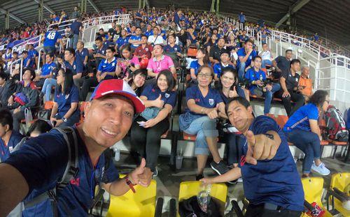 Fan Thái Lan được bảo vệ
