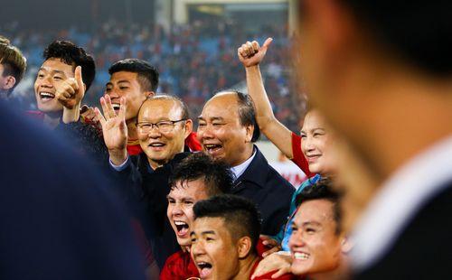 Trong giấc mơ của bóng đá Việt Nam, thầy Park vừa có điều còn quý hơn trận thắng Trung Quốc