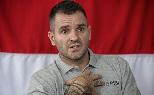Bị bắt từ chức, HLV Indonesia mỉa mai: Nếu CĐV thích mơ mộng, sao không mơ vô địch WC luôn