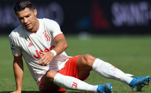 Ronaldo nhận về cơn mưa chỉ trích và mỉa mai sau thống kê toàn số 0 ở trận đấu với Fiorentina