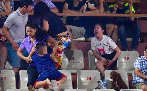 HLV CLB Nam Định chia sẻ nguyên nhân sâu xa dẫn đến scandal đốt pháo tệ nhất lịch sử V.League