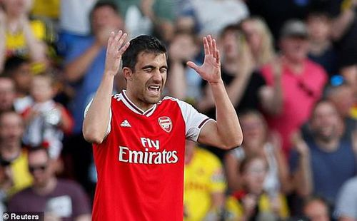 Tự tay vứt đi chiến thắng, Arsenal văng khỏi top 4 Premier League
