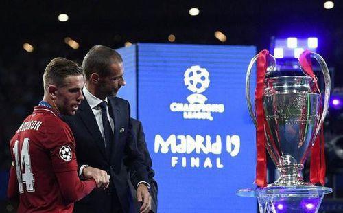 Champions League trở lại, nhưng hố sâu ngăn cách đang dần