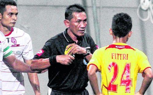 """Lương cao như Công Phượng """"đi Tây"""", vậy tại sao cầu thủ Malaysia vẫn bán độ?"""