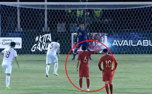 Để Quế Ngọc Hải ghi bàn, Messi Indonesia bị chỉ trích vì màn nhắc bài